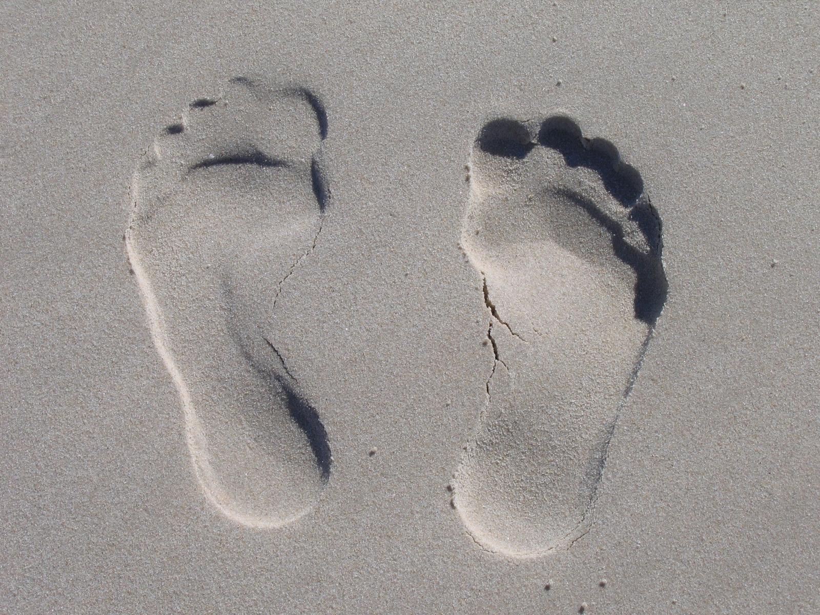 Отпечаток ног на песке